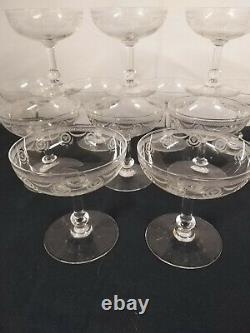 12 Coupes à champagne en cristal de BACCARAT ou SAINT LOUIS 12 + 3