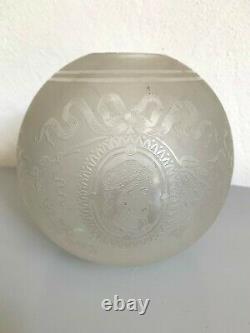 Ancien globe de lampe a pétrole cristal gravé à l'acide Saint louis tulipe