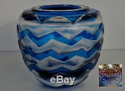 SAINT-LOUIS Vase en Cristal Bleu Gravé Acide de Frises Losangiques