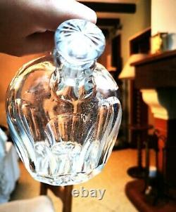 Saint-Louis. Carafe à porto de forme tonneau, en cristal taillé translucide
