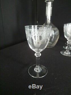 Saint Louis Millet 10 Verres A Liqueur Cristal Gravé Roi Noeud Et Sa Carafe