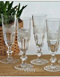 Série de 4 flûtes à champagne en cristal Saint Louis modèle Trianon