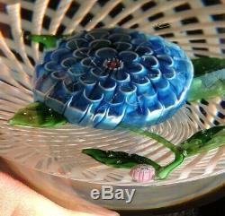 Sulfure Presse Papier En Cristal De St Louis 1975 Fleur Bleue Sur Dentelle